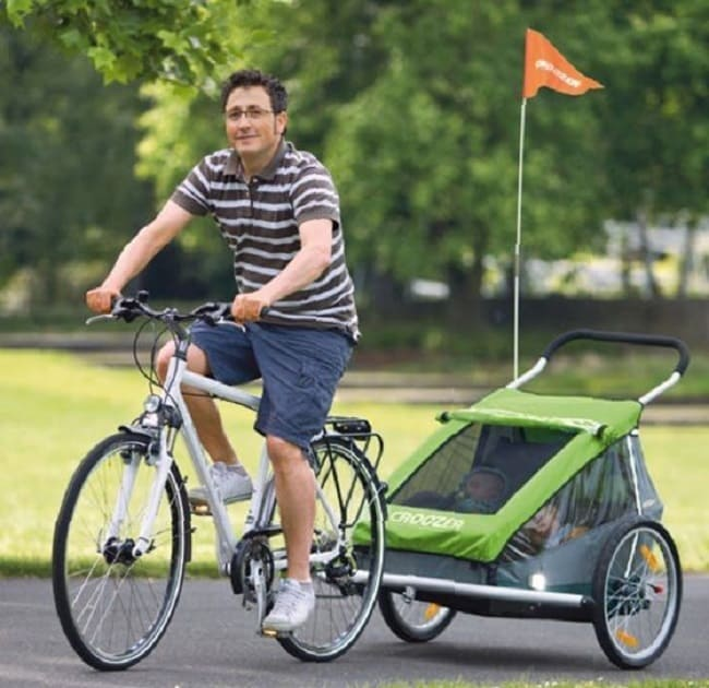 Remolque para llevar niños en la bicicleta